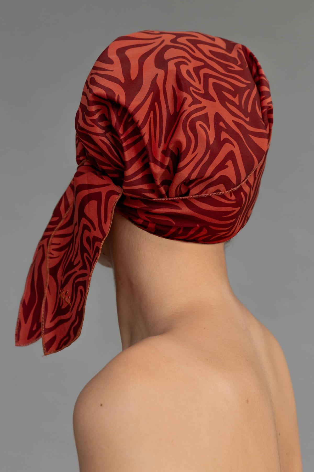 Gorro de ducha elegante estampado tonos rojos