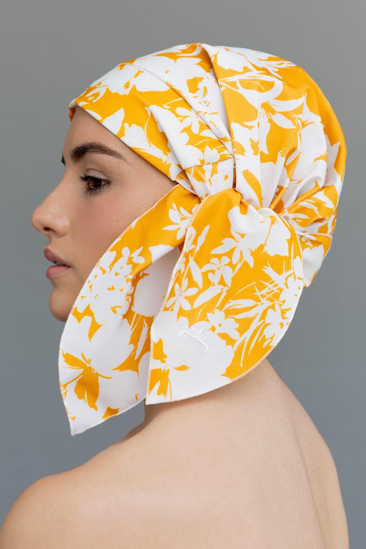 Gorro de ducha estampado en amarillo y blanco
