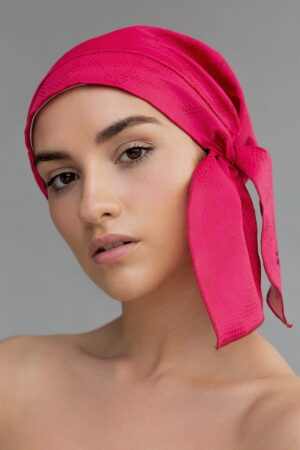 Gorro de ducha y accesorio de moda sostenible en color fucsia